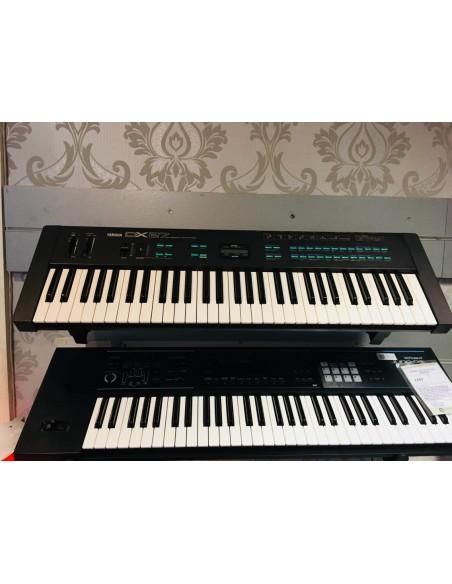Yamaha DX27 Synthesizer Keyboard